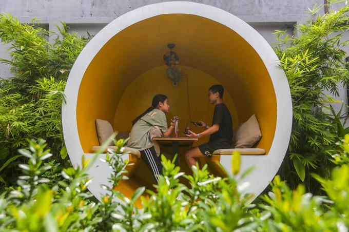Trong không gian rộng hơn 700 m2, người chủ đặt bốn ống cống kế nhau thành một hàng. Mỗi ỗng có đường kính hơn 2 m, làm bằng bê tông cốt thép.