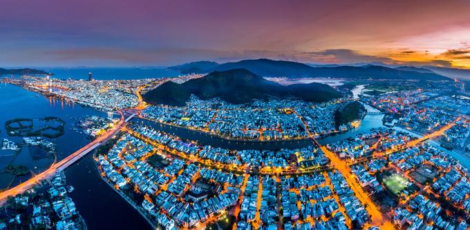 Dù không sầm uất và có nhiều khu nghỉ mát như Nha Trang và Hội An, Quy Nhơn vẫn có sức hút riêng với du khách. Tờ Guardian của Anh từng chọn Quy Nhơn vào top 10 điểm đến để nghỉ dưỡng trong mùa đông 2017.