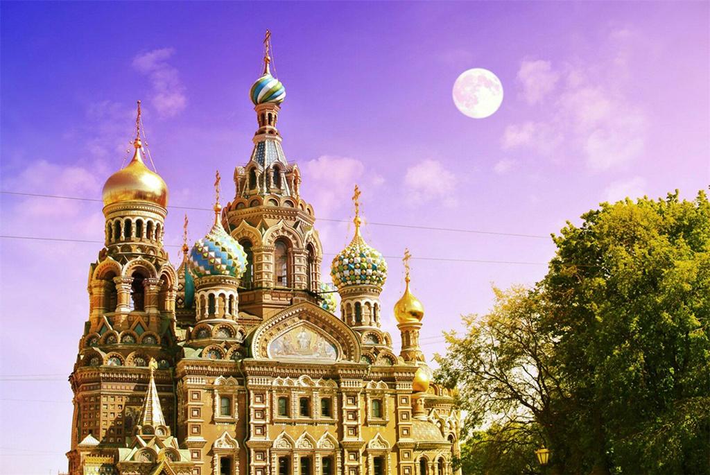 Tại thành phố Saint Petersburg, đêm trắng trở thành một lễ hội văn hóa lớn với nhiều hoạt động văn hóa đặc sắc, náo nhiệt. Được tổ chức tại một trong những thành phố đẹp và thơ mộng nhất của Nga, lễ hội quy tụ các chương trình nghệ thuật hấp dẫn như múa ballet, opera, nhạc cổ điển... thể hiện bởi một số tên tuổi nổi tiếng trên thế giới. Ảnh: Wrench.valentinachepiga.