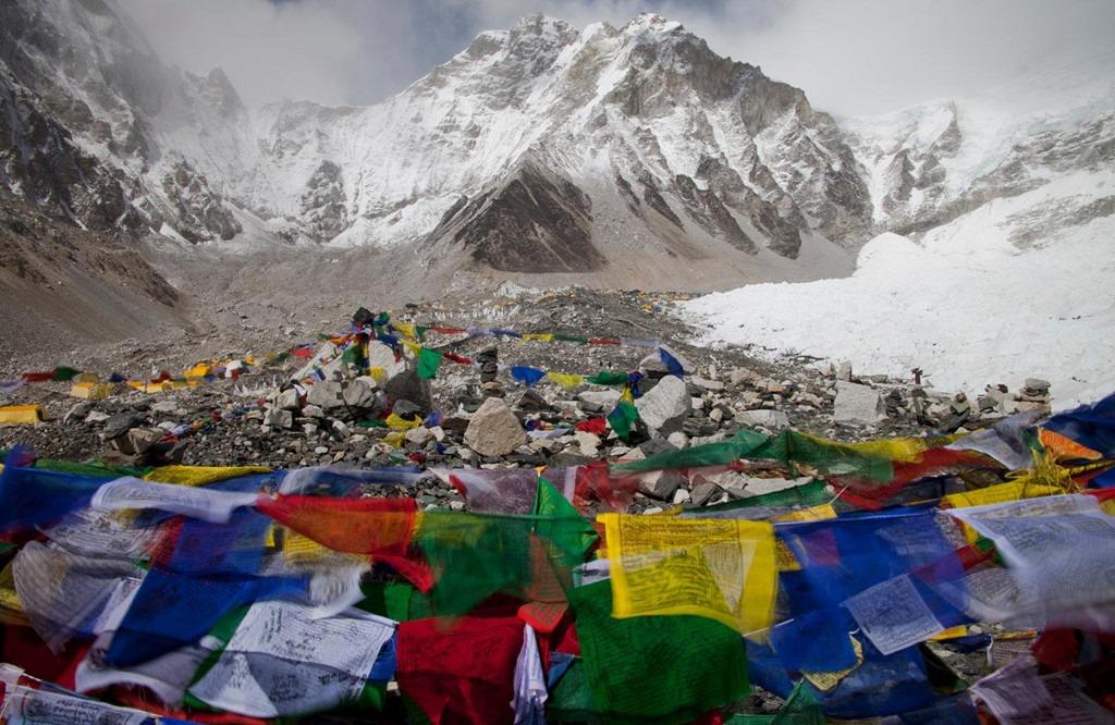 2. Trại căn cứ Everest: Đây là một trong hai trại căn cứ nằm ở Tây Tạng, đối diện đỉnh Everest huyền thoại. Nơi này mới đây đã buộc phải đóng cửa vì có quá nhiều rác thải mà du khách để lại, uớc tính khoảng 8 tấn. Hồi tháng 2, chính phủ Trung Quốc cho phép 300 du khách tới đây hàng năm, rất ít ỏi so với con số 40.000 người ghé thăm trước đó.