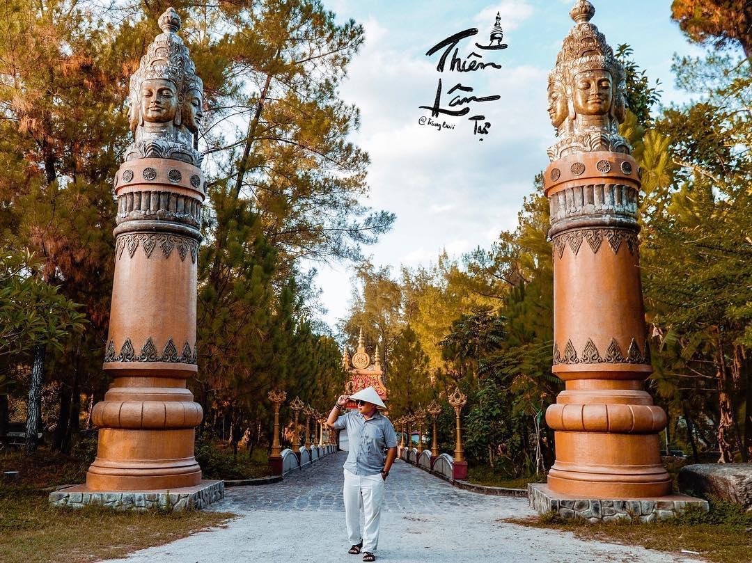 Lạ lẫm trước ngôi chùa Thiền Lâm với kiến trúc Thái Lan ở Huế – iVIVU.com