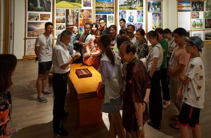 Bảo tàng không bán vé tham quan, du khách vào có hướng dẫn viên thuyết minh. Theo ban quản lý, bình quân mỗi ngày có khoảng 20 đoàn khách trong và ngoài nước vào bảo tàng.