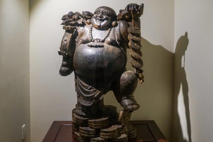 Nhiều tượng Phật, trang sức, đồ dùng... được làm từ trầm hương nguyên khối trưng bày trong bảo tàng.