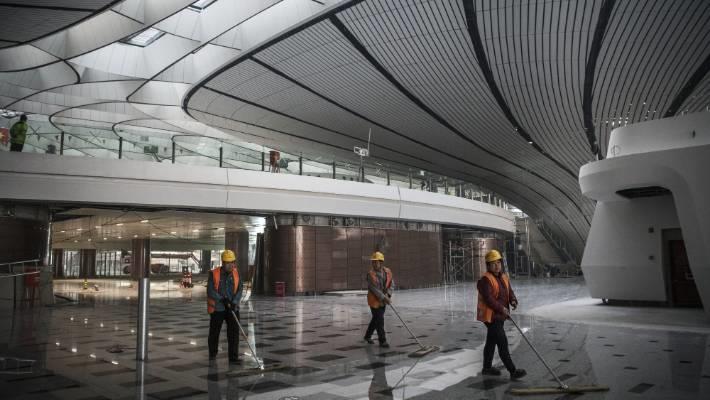 Tuy nhiên, mối quan tâm lớn nhất ở Đại Hưng (Bắc Kinh, Trung Quốc) là ùn tắc giao thông. Các quan chức đã gạt bỏ lo ngại và cho rằng những tuyến đường sắt tốc độ cao, dịch vụ liên tỉnh từ trung tâm đến sân bay sẽ giải quyết vấn đề này. Ảnh: Getty.