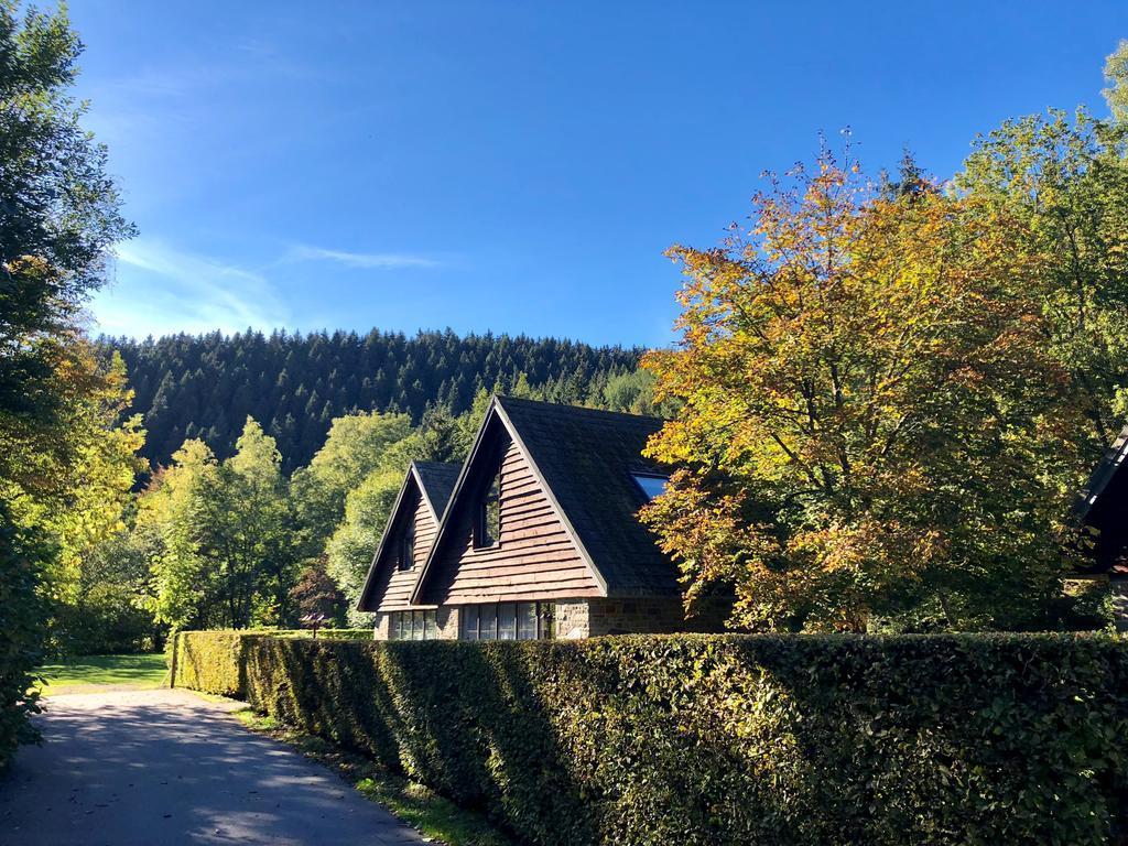 Malmedy: Malmedy là thị trấn xinh đẹp có từ thời trung cổ, tọa lạc tại tỉnh Liege, vùng Wallonie, Bỉ. Nơi đây hấp dẫn du khách bởi những tòa nhà lâu đời cổ kính và không gian yên bình, thơ mộng giữa rừng núi. Điểm đến này là chốn lý tưởng để bạn có thể trốn nóng, tận hưởng khí hậu trong lành, mát mẻ giữa thiên nhiên đầy màu xanh. Ảnh: Val d'Arimont Resort.