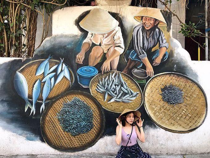 Một điều đặc biệt ở làng Cảnh Dương là phần lớn người dân đều nói giọng Bắc. Họ gây ấn tượng với sự thân thiện và hiếu khách. Ảnh: Hanavy.