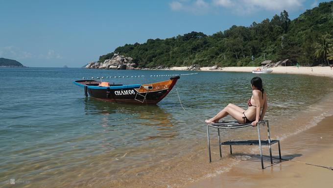 Trải nghiệm cuối cùng cũng là điều được nhiều du khách mong muốn nhất khi ra đảo đó là đắm mình trong làn nước biển trong mát.