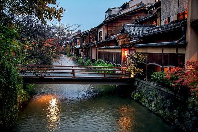 Nếu Tokyo là trái tim mang nhịp đập hiện đại của Nhật Bản thì Kyoto là linh hồn cổ kính và đẹp đẽ