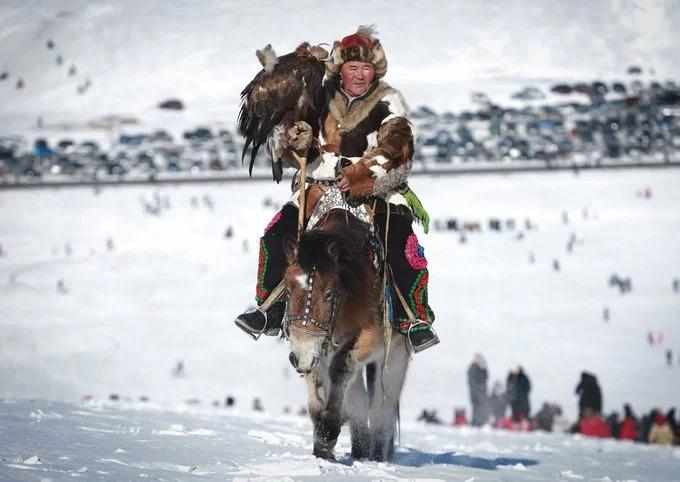 """Vùng đất của """"bầu trời xanh vô tận"""" là biệt danh phổ biến của Mông Cổ. Vào mùa đông, thời tiết có thể khắc nghiệt bởi gió Siberia thổi từ phía bắc đem theo không khí lạnh khiến nhiệt độ giảm xuống -40 độ C. Ảnh: AFP."""