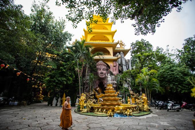 Chùa Kỳ Quang 2 được xây dựng từ năm 1926, có tên gọi ban đầu Thanh Châu Tự, vốn là một ngôi chùa làng ở quận Gò Vấp, TP HCM. Đến năm 2000, chùa được xây mới hoàn toàn trên diện tích rộng gần 7.500 m2. Toàn bộ kiến trúc do Thượng toạ Thích Thiện Chiếu, trụ trì chùa thiết kế.