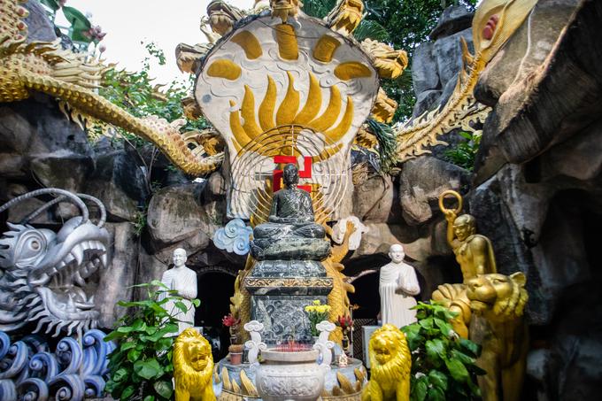 Khu vực Nhân tâm linh của chùa thờ Phật hoàng Trần Nhân Tông, người hai lần cùng nhân dân đánh đuổi giặc ngoại xâm Nguyên Mông.