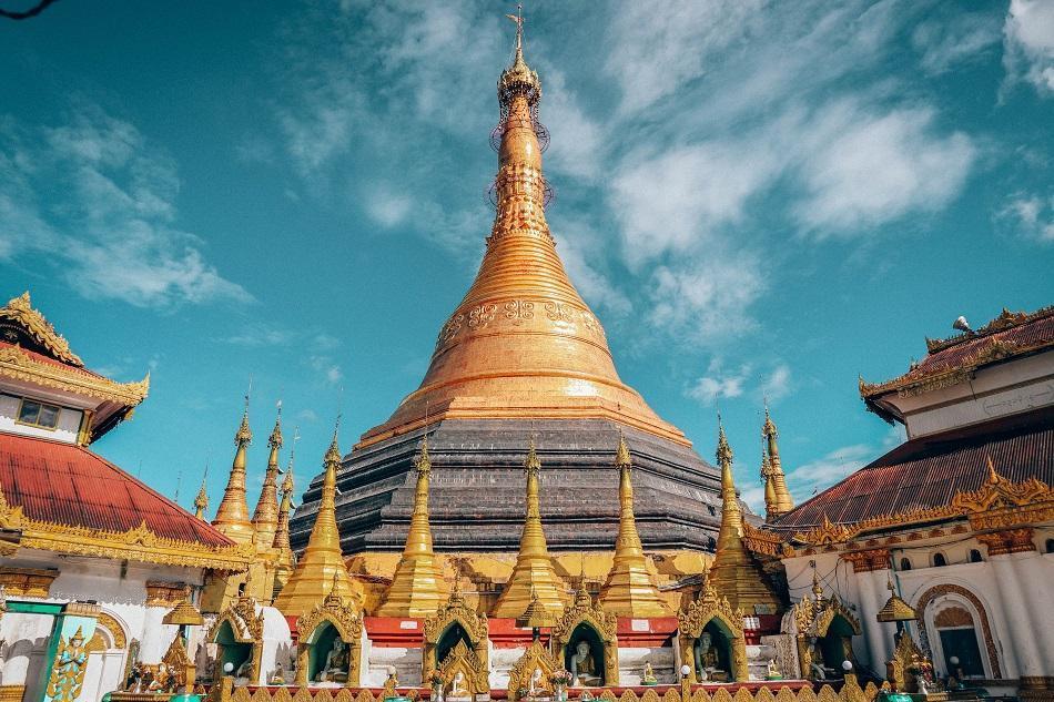 Kyeik Than Lan: Một trong những điểm thu hút hàng đầu ở Mawlamyine, thành phố phía đông nam Myanmar, là chùa Kyeik Than Lan. Ngoài kiến trúc đẹp và bảo tháp dát vàng ấn tượng, ngôi chùa này còn sở hữu cảnh quan ấn tượng. Đây cũng là điểm ngắm hoàng hôn tuyệt nhất ở Mawlamyine.