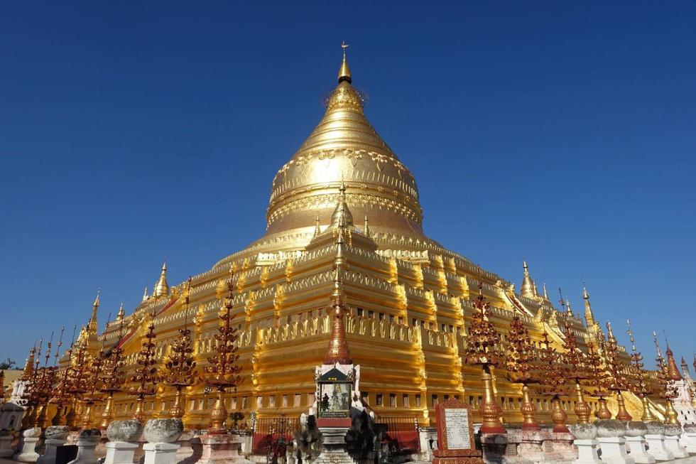 Shwezigon là ngôi chùa được dát vàng đầu tiên và được xem là linh thiêng nhất Myanmar