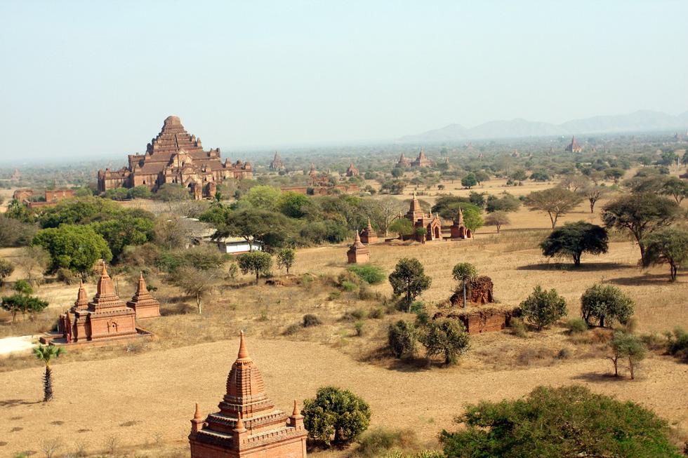 Bagan rất nổi tiếng với gần 2.000 chùa, tháp lớn nhỏ
