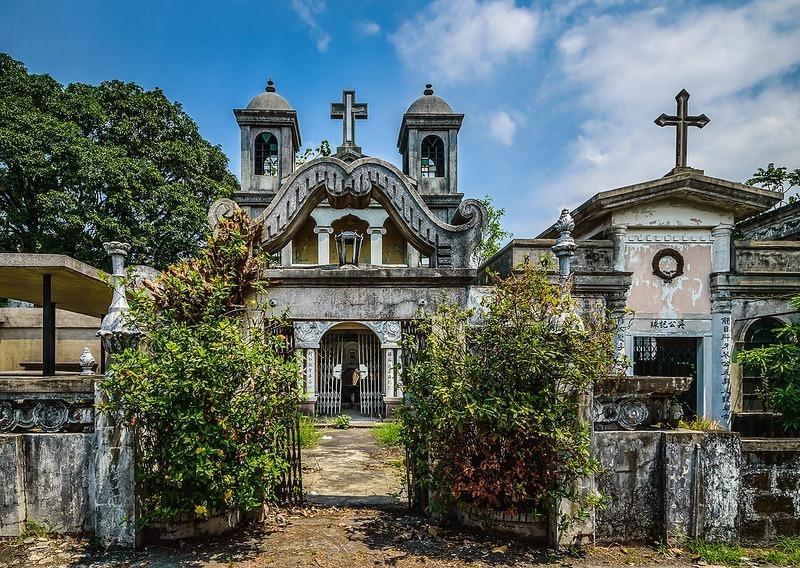 """Khu nghĩa trang này được dựng lên bởi cộng đồng người Hoa. Nghĩa trang """"tiểu Beverly Hills"""", tên thật là """"Chinese Cemetery Manila"""", xuất hiện vào thế kỷ 19. Người hoa là một trong những cộng đồng giàu có nhất ở thủ đô Philippines. Ảnh: Amusing Planet."""