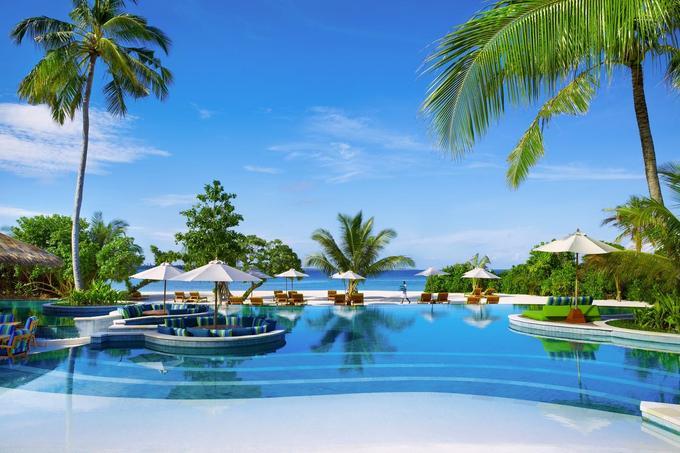 Six Senses Laamu, đảo Olhuveli, Maldives  Khu nghỉ nằm trên đảo Olhuveli đứng thứ 6 trong danh sách, nổi tiếng với khu spa đẳng cấp thế giới. Nơi đây cung cấp gói chăm sóc trị liệu giúp khách thư giãn và có chuyên gia tới giải quyết các vấn đề về sức khỏe. Ngoài ra, du khách có thể lướt sóng, lướt ván dù hay nô đùa cùng cá heo theo sở thích.