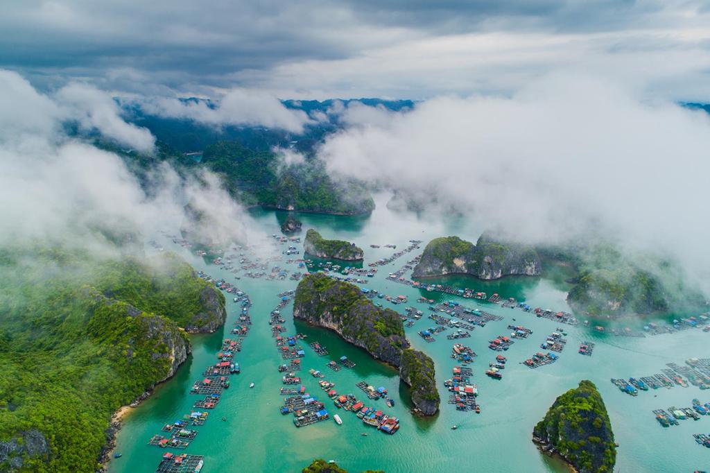 Vịnh Hạ Long, Cát Bà – tuyệt tác thiên nhiên nhìn từ bầu trời – iVIVU.com