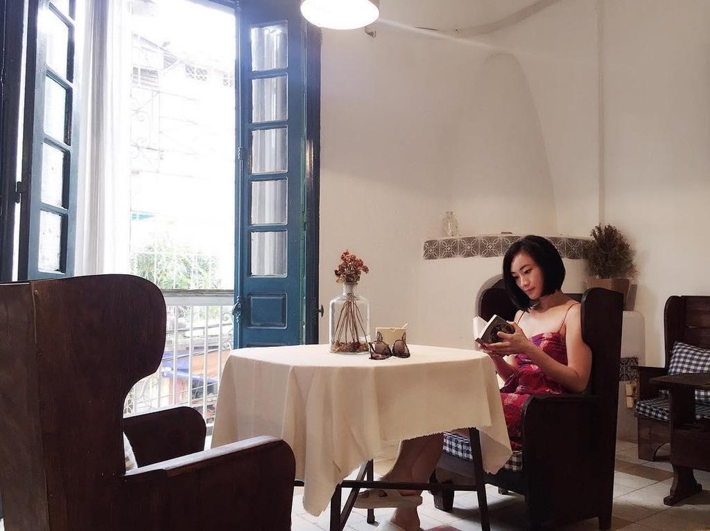 """5. Aimee House Phan Huy Chú: Homestay này khá nhỏ, trang trí theo phong cách hoài cổ mà không kém phần hiện đại. Đây có thể không phải một căn nhà cho hội ưa sang chảnh nhưng lại phù hợp với những ai muốn """"refresh"""" tâm hồn mình. Ảnh: Aimeehousehanoi."""