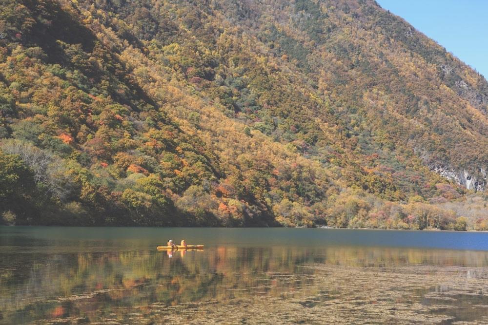 Khu Tùng Bình Câu được biết đến với hệ sinh thái đa dạng, phong cảnh hữu tình, bao gồm 3 hẻm núi, 9 hồ nước và 14 điểm ngắm thiên nhiên tuyệt đẹp. Nhắc đến Tứ Xuyên, nhiều du khách sẽ nhớ đến vẻ đẹp nơi thiên đường hạ giới Cửu Trại Câu. Trước vẻ đẹp mê hồn của Tùng Bình Câu, người dân địa phương tự hào gọi nó là tiểu Cửu Trại Câu. Ảnh: Enmyo.