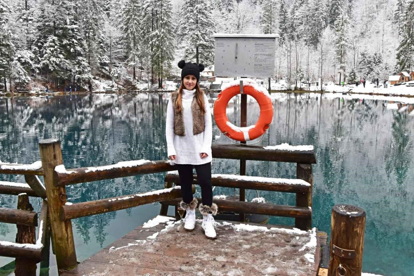 Hồ Blausee cũng là địa điểm lý tưởng để tổ chức các bữa tiệc, đám cưới, chụp ảnh cưới, các sự kiện (câu cá, chiếu phim ngoài trời, hòa nhạc, đón Noel...). Ven và gần hồ có các nhà hàng, khách sạn, spa. Vào mùa đông, một số hoạt động tại đây sẽ bị hạn chế do điều kiện thời tiết. Ảnh: Thechicadvocate
