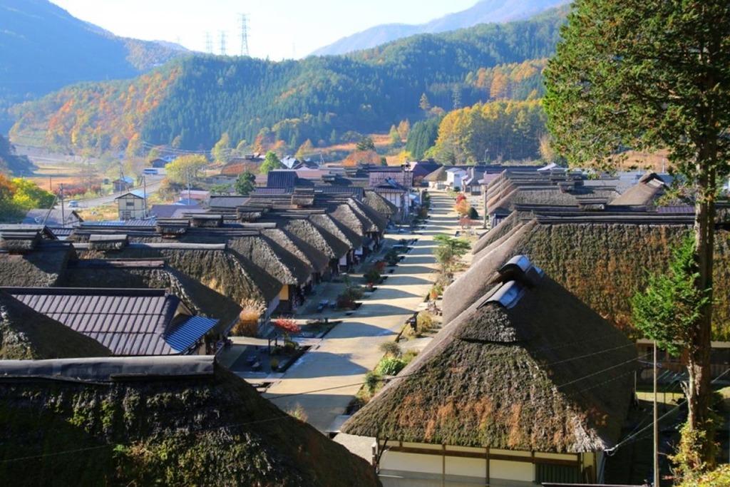 Dễ dàng nhận ra kiến trúc cổ độc đáo ở Ouchi-juku. Ảnh: Jekkeijapan.