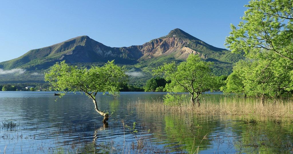 Vẻ đẹp trong trẻo của hồ Hibara vào mùa thu. Ảnh: Poc.pond5.Quà lưu niệm ở Fukushima
