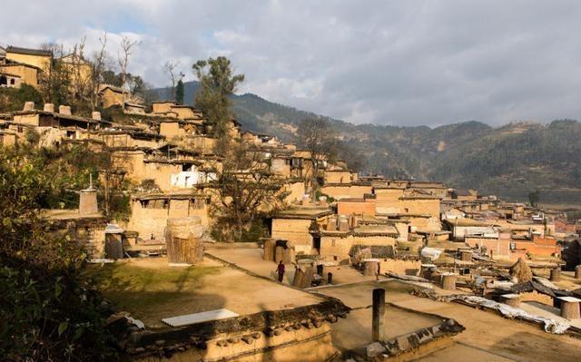 Toàn bộ ngôi nhà trong làng đều thông với nhau. (Ảnh: Yunnan)