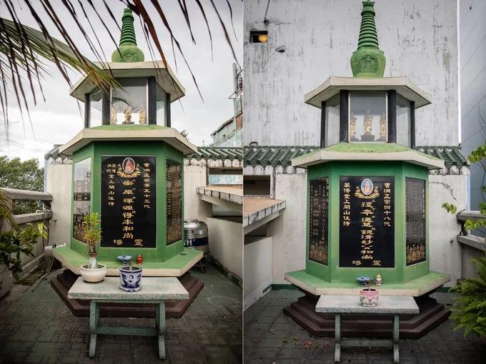 Tháp mộ thờ Hòa thượng Tăng Đức Bổn (trái) và Hòa thượng Thích Diệu Hoa, hai vị trụ trì đã sáng lập chùa, được đặt trên sân thượng.