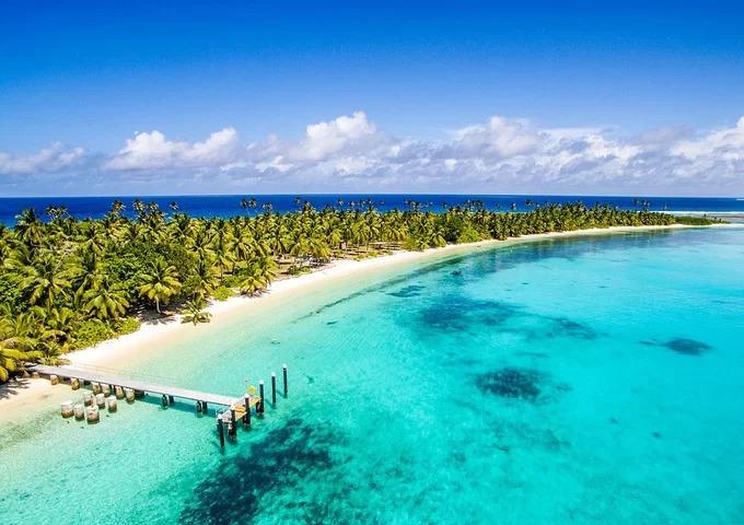 """Cossies: Tốt nhất để bơi một mình  Nằm ngoài khơi Ấn Độ Dương, quần đảo Cocos bao gồm 27 hòn đảo nhỏ và một số bờ biển đẹp. Cossies là """"ngôi sao"""" của đảo Direction, điểm dừng chân ưa thích của du khách đến bằng du thuyền quanh thế giới. Tới đây, bạn có thể đi bộ vòng quanh hòn đảo, nằm trên cát hay lặn để tìm kiếm con tàu SMS Emden của Đức, đã chìm ở đây trong trận chiến Cocos vào thế chiến thứ nhất. Ảnh: Traveller."""