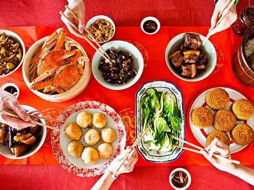 Mâm cơm rằm tháng 8 của người Trung Quốc. Ảnh: Bay Online.