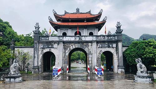 Giá vé vào cửa tham quan đền vua Đinh, vua Lê là 20.000 đồng một người.