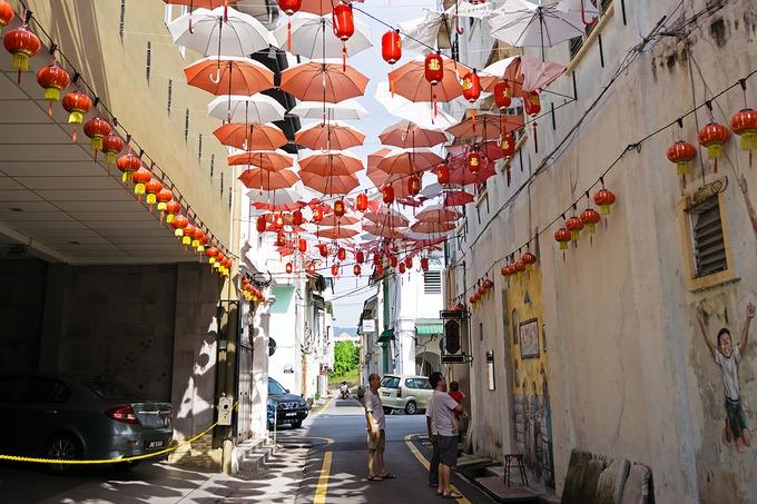 Chiêm ngưỡng nghệ thuật tranh đường phố  Tranh đường phố đã trở thành trào lưu mới tại nhiều thành phố ở Malaysia, đem lại sức sống cho những con phố cũ kỹ. Giống một số đường và hẻm nhỏ ở Penang, du khách cũng sẽ tìm thấy ở Ipoh những tranh tường vẽ theo hiệu ứng đánh lừa thị giác. Du khách có thể ghé thăm chợ Jalan, Jalan Tun Sambanthan…. để chiêm ngưỡng vẻ đẹp của nghệ thuật tranh đường phố. Ảnh: Nokuro.
