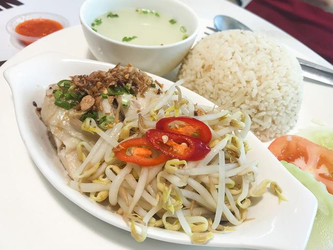 """Ipoh còn sở hữu những món ăn đặc trưng như mì Hakka (mì kiểu Khách Gia), Ipoh Chee Cheong Fun (một loại bánh cuốn dùng kèm sốt cay ngọt), cơm gà Hải Nam kiểu Ipoh, đặc biệt là tào phớ truyền thống (Tau fu fah).  Sở hữu nhiều điểm """"check-in"""" vừa no bụng vừa đã mắt, vừa mang đến những trải nghiệm đa dạng, Ipoh là điểm đến """"hot"""" ở Malaysia. Ngoài ra, từ Ipoh, bạn còn có thể đến thị trấn Gopeng (mất khoảng 25 phút) để khám phá các hang động và tham gia trò chơi mạo hiểm. Ảnh: wonderfoolphoto."""