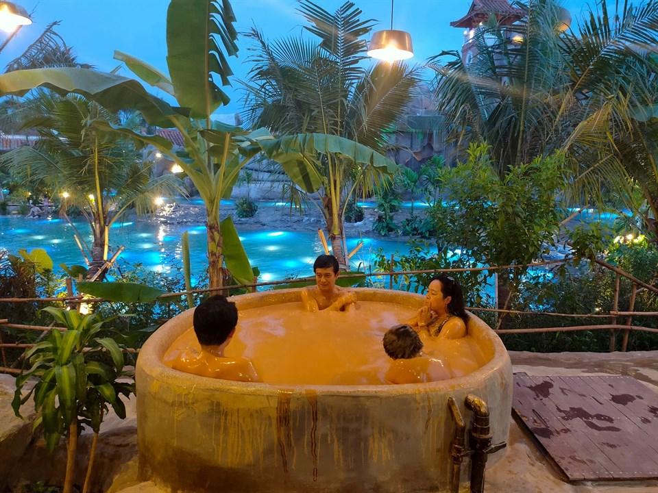 Giải nhiệt mùa hè tại top 7 thiên đường tắm bùn đẹp như tiên cảnh – iVIVU.com
