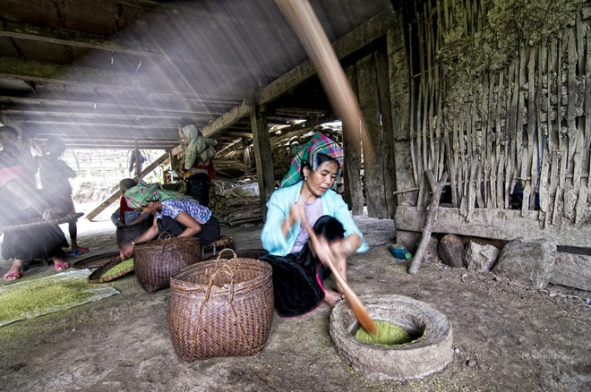 Người dân Tú Lệ không chỉ coi món cốm như một món đặc sản, mà còn là hiện thân của văn hóa sinh hoạt cộng đồng. Ảnh: dangtranquan.