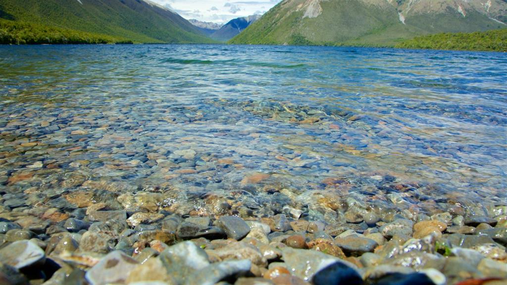 Hiện nay, Blue Lake là một trong những kỳ quan thiên nhiên nổi tiếng nhất New Zealand bất cứ một khách du lịch nào cũng ao ước được đặt chân đến để chiêm ngưỡng vẻ trong suốt như pha lê của nước hồ. Bên cạnh đó, không gian kỳ vĩ, nên thơ của cảnh vật xung quanh hồ cũng là điểm nhấn tại nơi đây. Ảnh: Expedia.