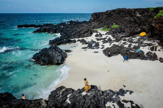 Đảo Bé (còn gọi là đảo An Bình, Cù lao Bờ Bãi) là xã đảo thuộc huyện Lý Sơn, tỉnh Quảng Ngãi. Nơi đây có diện tích 0,69 km2, với hơn 100 hộ dân sinh sống, cách đảo Lớn Lý Sơn khoảng 3,5 hải lý.