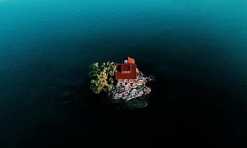 Hòn đảo nhỏ nhất thế giới vào mùa nước lên. Ảnh: Twitter.