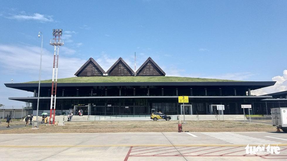 Sân bay Banyuwangi được thiết kế theo hình tượng ngôi nhà truyền thống của người Java - Ảnh: ĐẠI AN