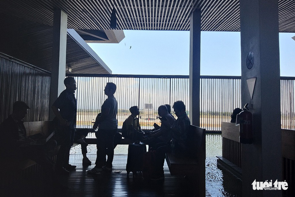 Sân bay mở hoàn toàn, không sử dụng điều hòa nhiệt độ - Ảnh: ĐẠI AN
