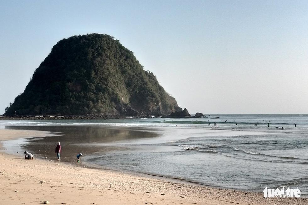 Bãi biển Pulau Merah yên bình - Ảnh: ĐẠI AN