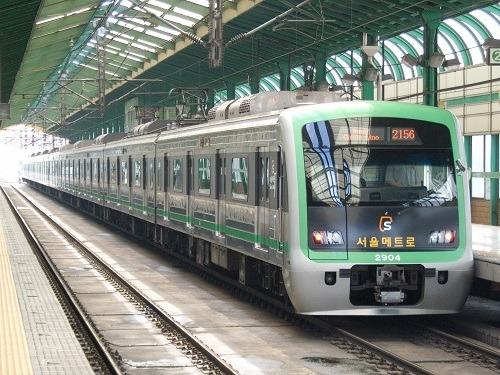 Tàu điện ngầm là phương tiện di chuyển công cộng chính tại Seoul. Ảnh: Wikipedia.