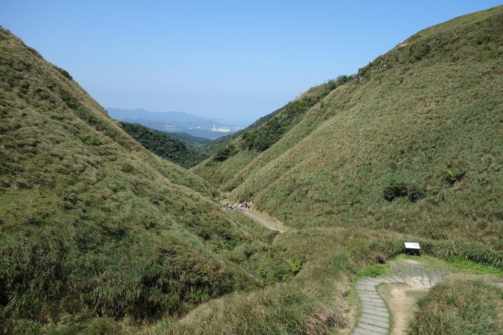 Đồi cỏ bạc ở Caoling Historic Trail. Ảnh: Lolotu.