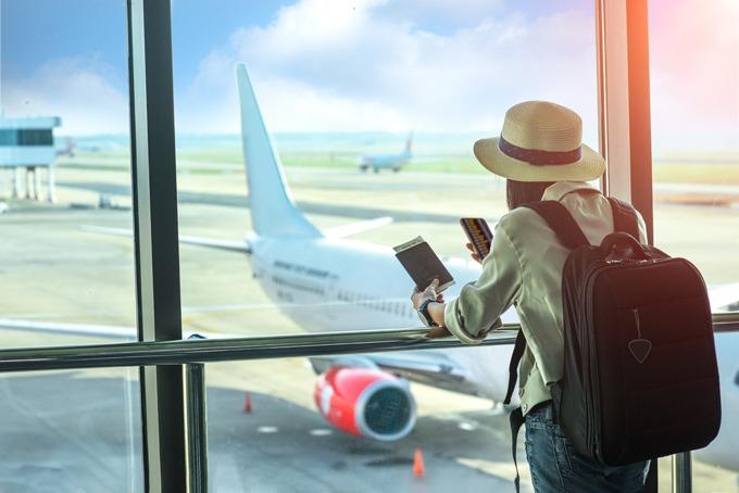 Bay transit thường rẻ hơn so với bay thẳng. Ảnh: Shutterstock