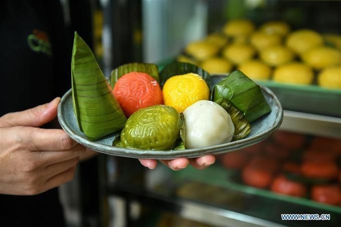 Đĩa bánh truyền thống kuih gợi bao ký ức tuổi thơ của người dân Malaysia.