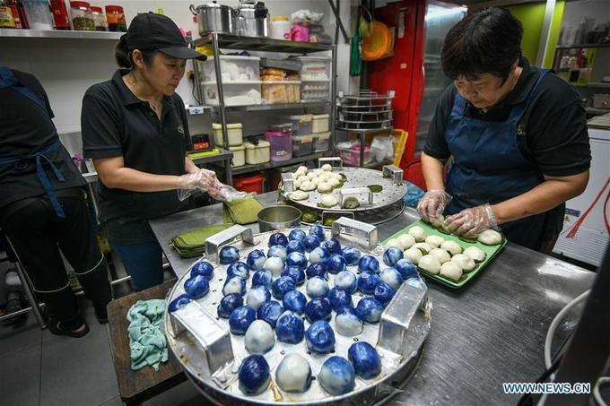 Không chỉ xuất hiện ở Trung Quốc và Malaysia, bánh kuih cũng phổ biến ở đất nước láng giềng Singapore và có nhiều phiên bản ở Thái Lan, Việt Nam, Indonesia, Brunei...