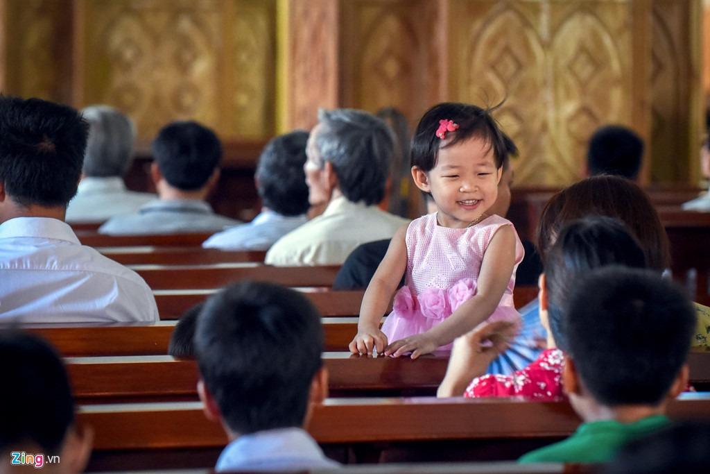 Rất đông giáo dân tập trung về Vương cung thánh đường Sở Kiện mỗi dịp cuối tuần hay ngày lễ quan trọng của cộng đồng Công giáo.