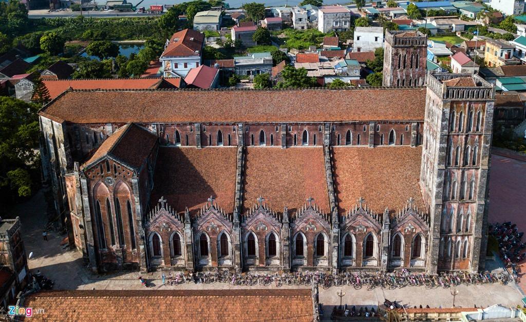 Nhà thờ Sở Kiện được Giám mục Tông tòa Tây Đàng Ngoài Puginier Phước khởi công xây dựng tháng 10/1877 và hoàn thành vào năm 1882.