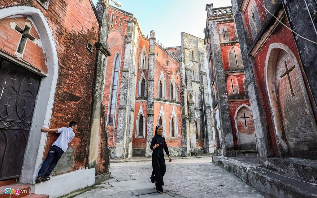Trên thế giới có 4 nhà thờ được mang danh hiệu Đại Vương cung thánh đường; 1.757 nhà thờ mang danh hiệu Tiểu Vương cung thánh đường và ở Việt Nam có 4 trong tổng số hơn 6.000 nhà thờ được mang danh hiệu này.