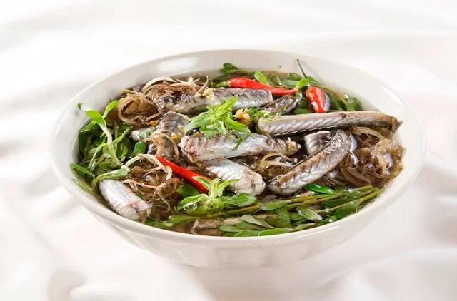 Cá kèo nấu giấm ngon nhất là ăn vào mùa nước nổi. Ảnh: monngontv